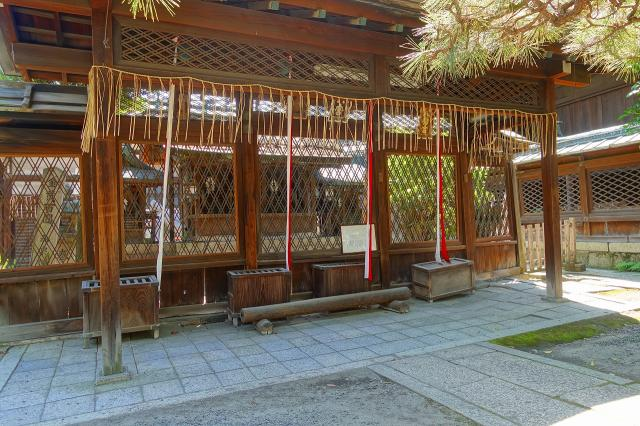 京都府下御霊神社の本殿