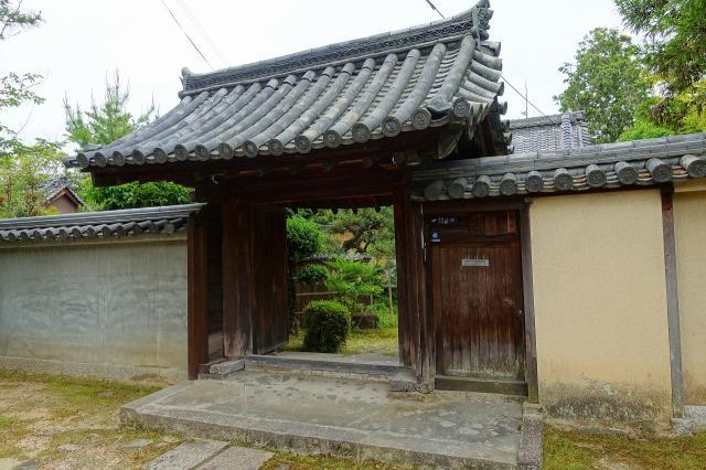 奈良県西大寺の山門