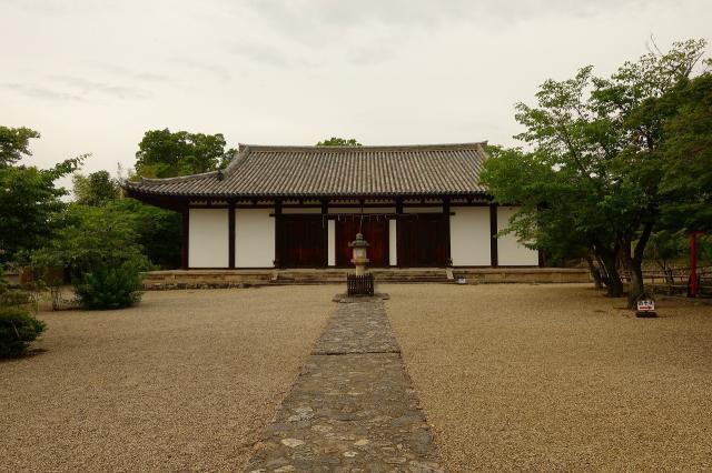 奈良県新薬師寺の本殿