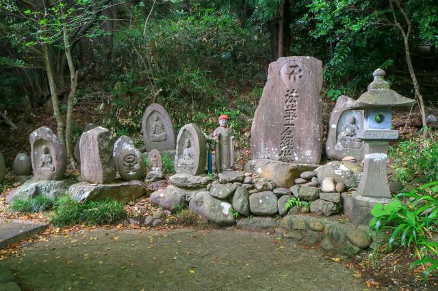 寛行院の像