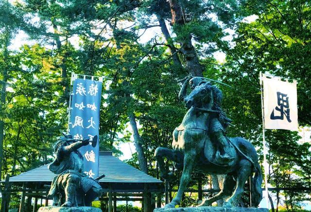 川中島古戦場八幡社の像