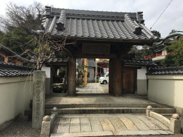 蓮花院の山門