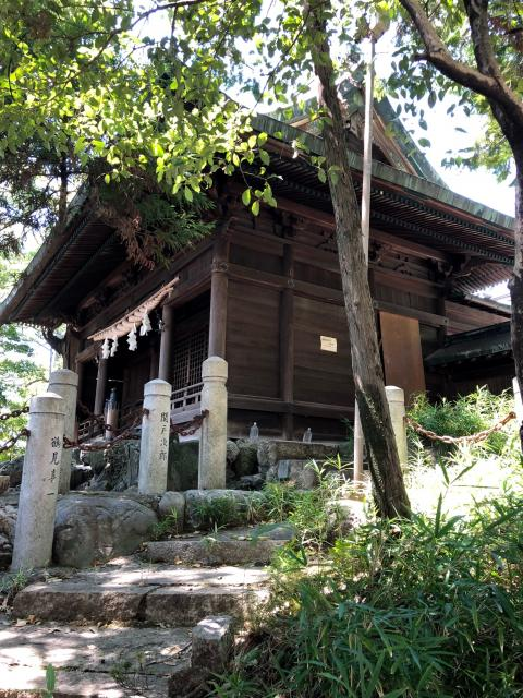 新溝神社の本殿