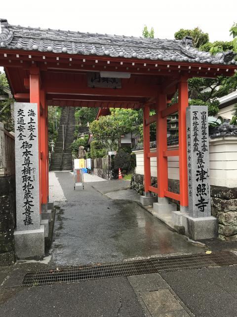 高知県津照寺の本殿