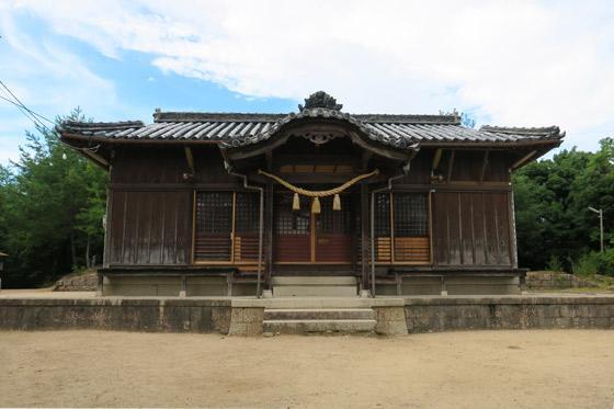 國神社の本殿