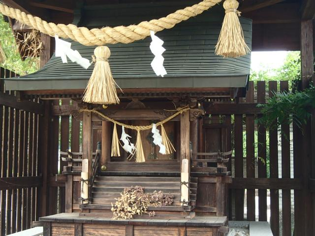 岐阜県女夫岩神社の本殿