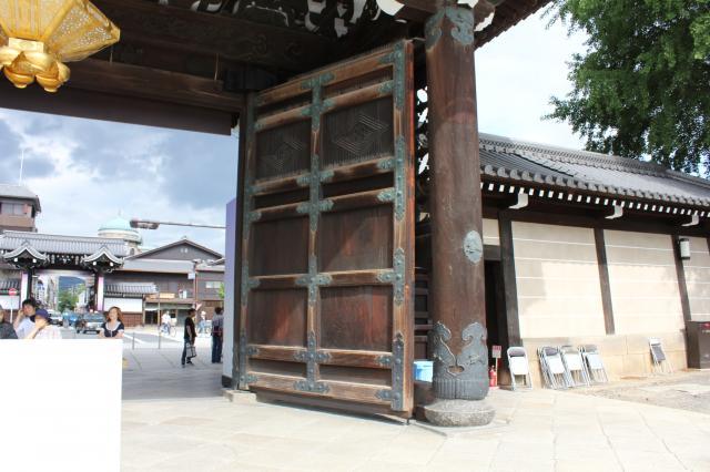 京都府東本願寺の山門