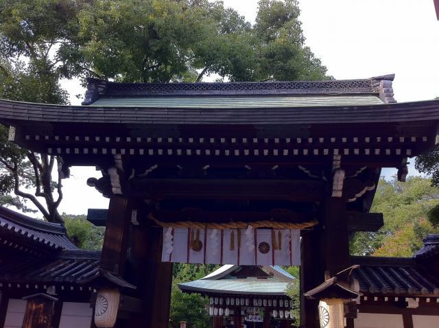 京都府白峯神宮の山門