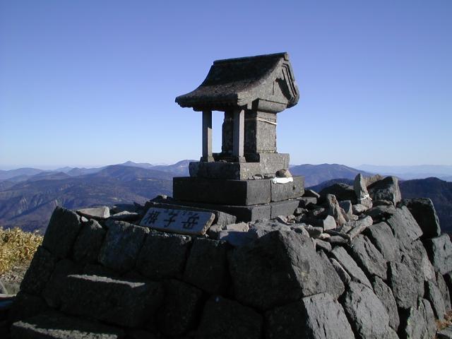長野県禰固岳神社の本殿