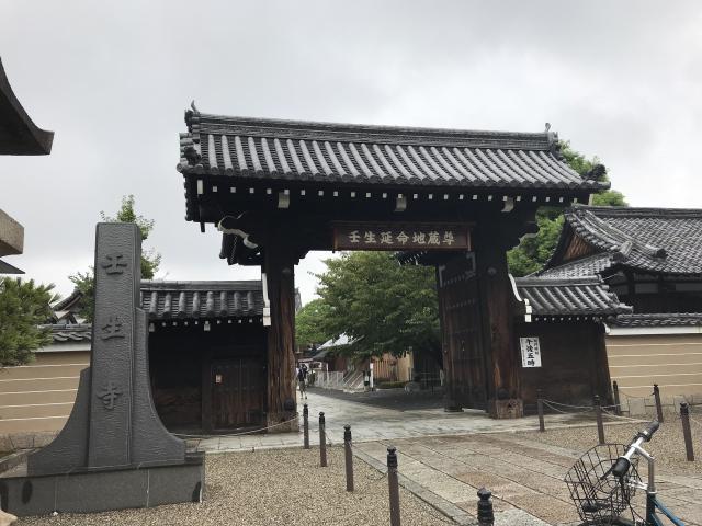 京都府壬生寺の山門