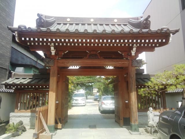 東陽寺の山門