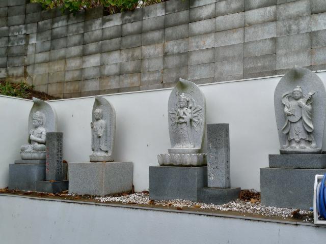 妙音寺の像