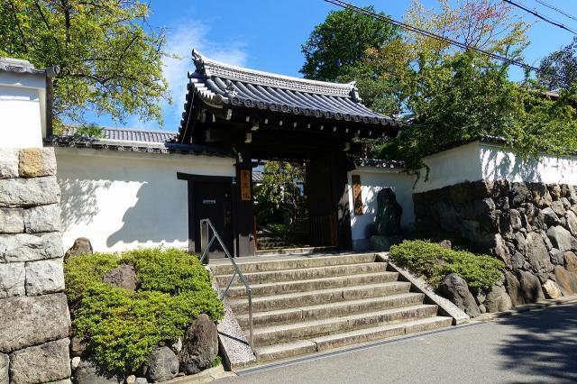 霊源院の山門