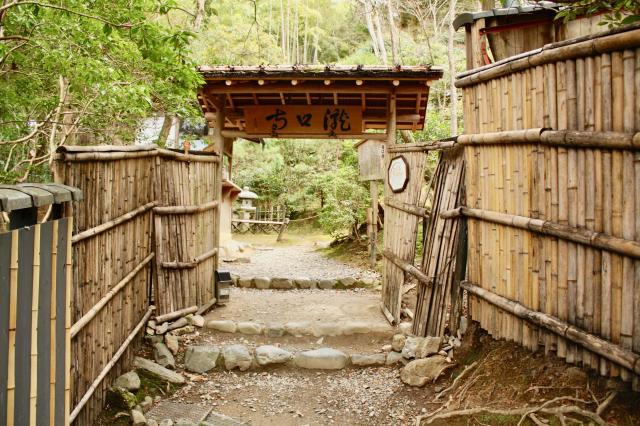 滝口寺の山門