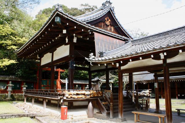 奈良県氷室神社の本殿
