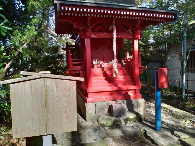 亀岡八幡宮の本殿