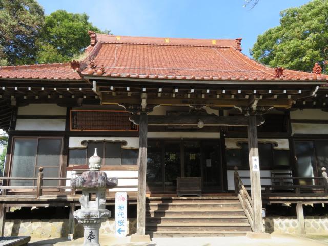 山梨県実相寺の本殿