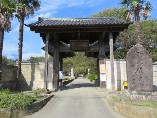 山梨県実相寺の山門