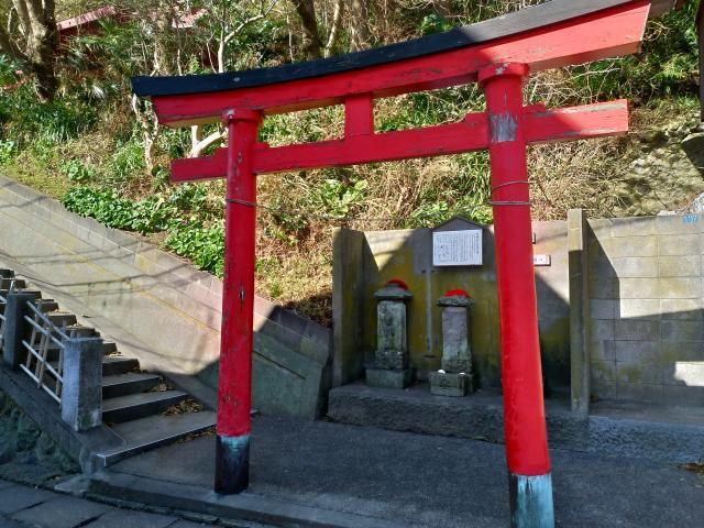 神奈川県新宿稲荷神社の鳥居