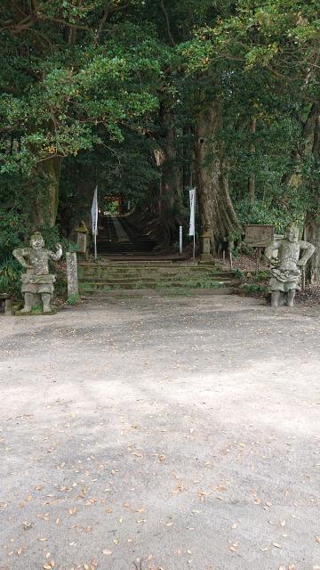 霧島岑神社の像