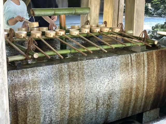 彌彦神社の手水
