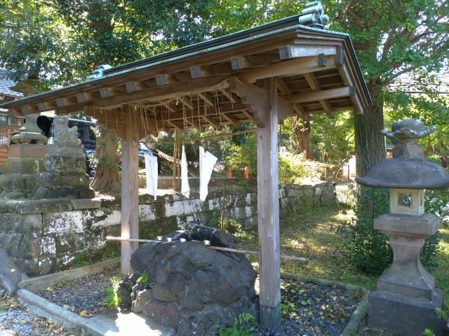 衣笠神社の手水