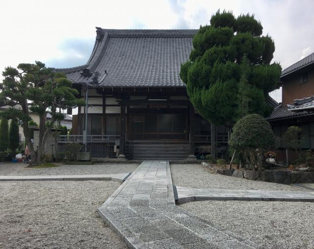 願行寺の本殿