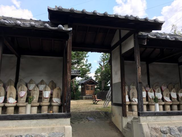 十応寺教会の山門