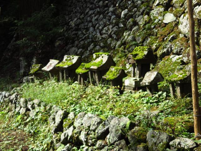 山梨県高尾穂見神社の末社
