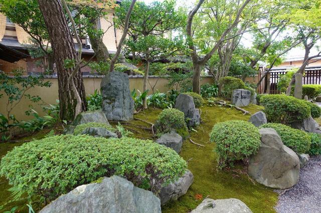 法観寺の庭園