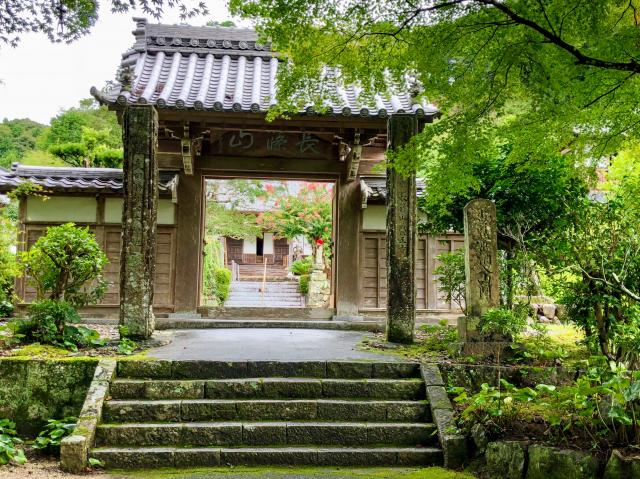 医王寺の山門