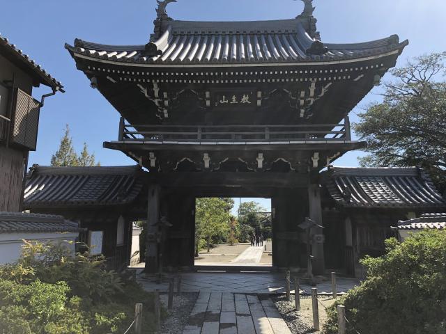 来迎寺の山門