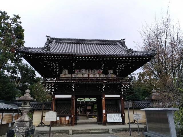 京都府梅宮大社の山門