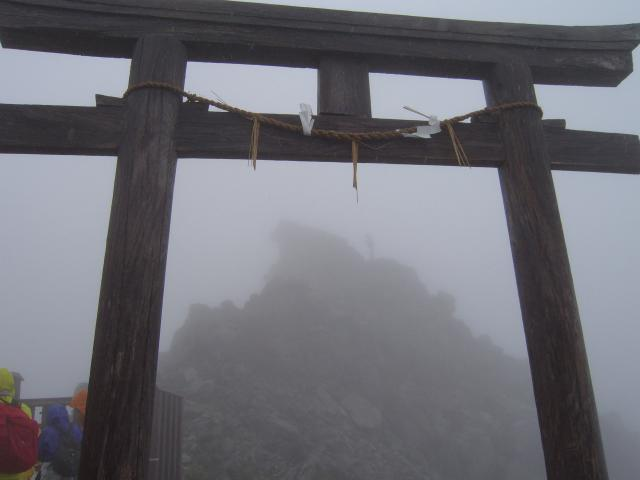 富山県立山頂上雄山神社峰本社の鳥居