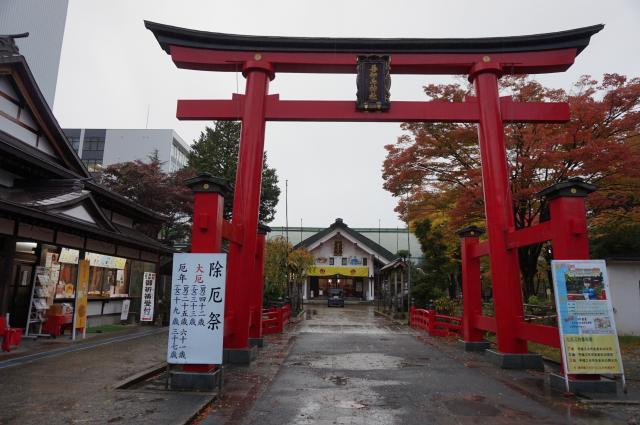 青森県善知鳥神社の鳥居