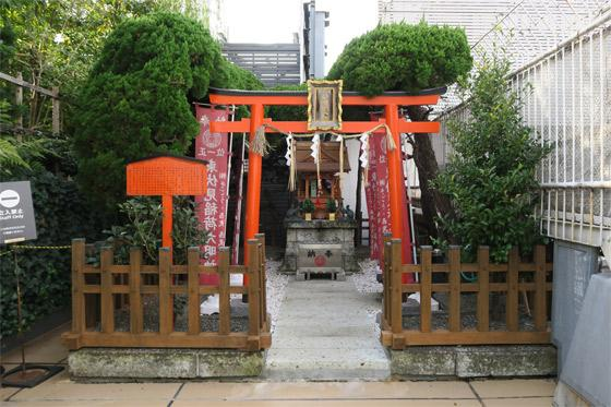 東京都伏見稲荷神社の鳥居