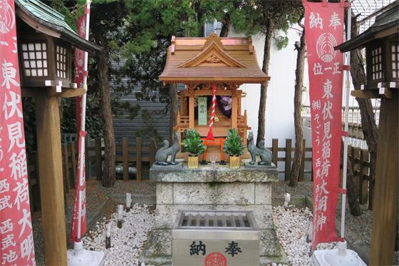 東京都伏見稲荷神社の本殿