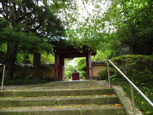 神奈川県光則寺の山門