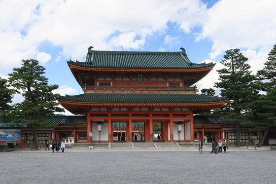京都府平安神宮の本殿