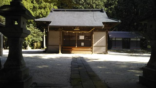 三所神社の庭園