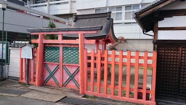 奈良県采女神社の本殿