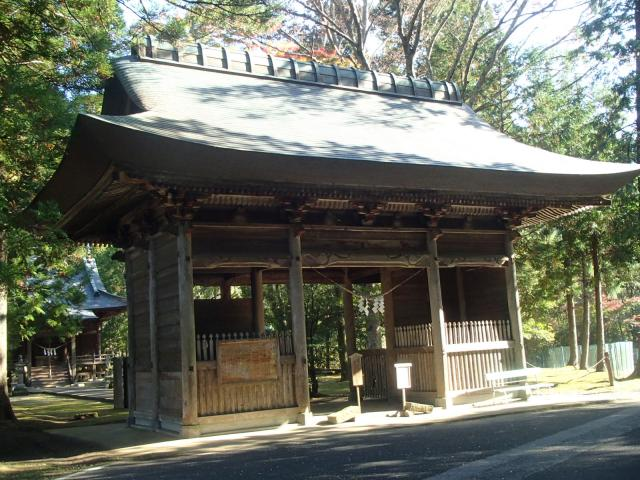 龜山神社の山門