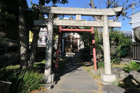 東京都熱田神社の鳥居
